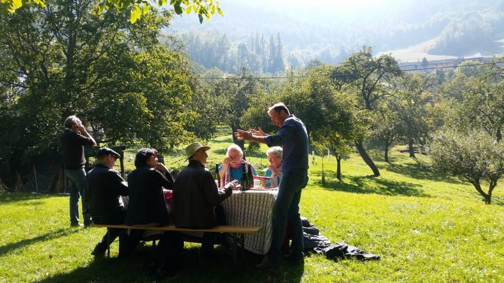 Gianluca holding forth: an Italian mountain picnic